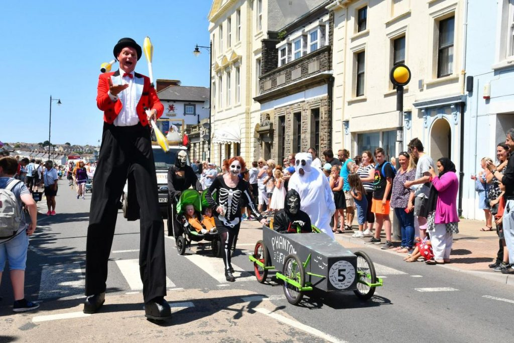 milford haven 2018 Jules ringmaster stilts